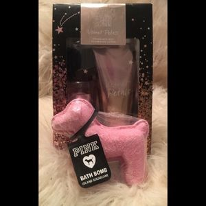 💅🏽Victoria Secrets Travel Set & Pink Bathbomb🎀